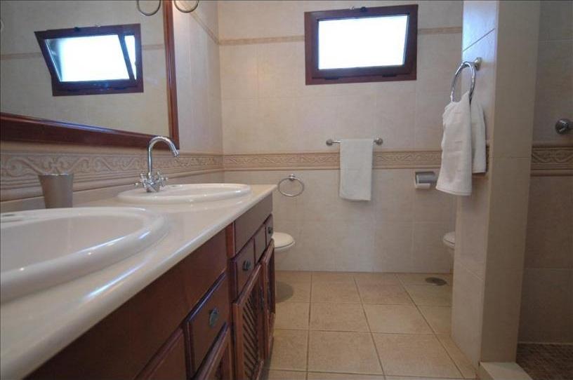 Villa Parque del Rey Shower