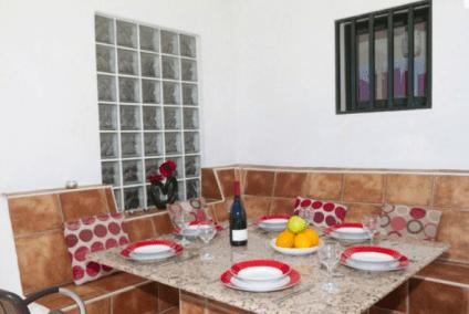 Villa_Quintis_al_fresco_dining