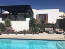 Pool lounge Villa Viha