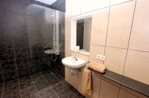 482 bathroom 2