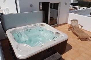 332 Hot tub
