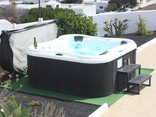 Providencia hot tub