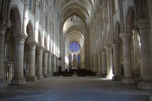 La nef en direction du chœur.