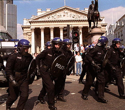 2002policees_415x365