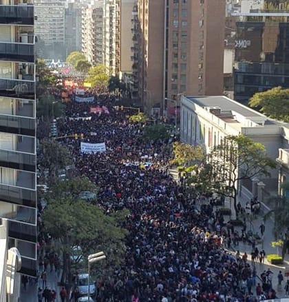 Universidades públicas argentinas cumplen tres semanas de paro