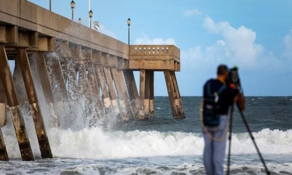 aunque-se-degrado-a-categoria-2-el-huracan-florence-sigue-siendo-devastador