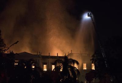 Lograron sofocar el incendio del Museo Nacional de Río de Janeiro