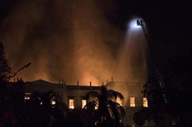 lograron-sofocar-el-incendio-del-museo-nacional-de-rio-de-janeiro