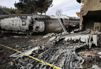 Irán: quince muertos al estrellarse un avión de carga contra una vivienda