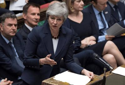 Theresa May ofreció su renuncia para salvar el Brexit