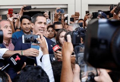 Juan Guaidó regresó a Venezuela y desafía a Maduro