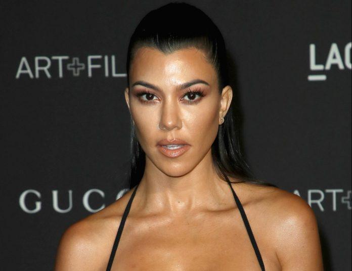 This is the luxurious mansion that Kourtney Kardashian bought in 7.4 million dollars