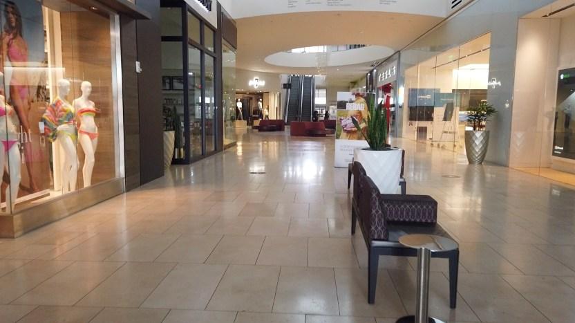 centro comercial vacio - Los centros comerciales reabren en Miami, pero continúan vacíos por temor a contagios