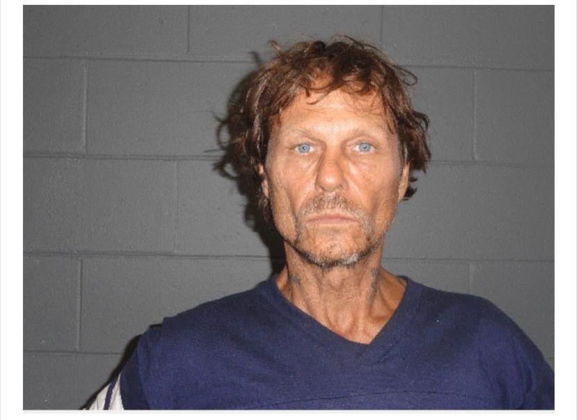 """EdiELuUWAAEDTMG - """"Fugitivo de la semana"""" fue hallado durmiendo en el pórtico de una vivienda"""