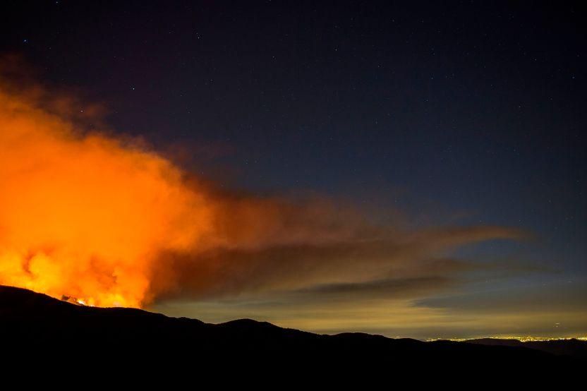 GettyImages 1013165200 - Incendio en Condado Riverside crece rápidamente en jornada de calor extremo en el sur de California