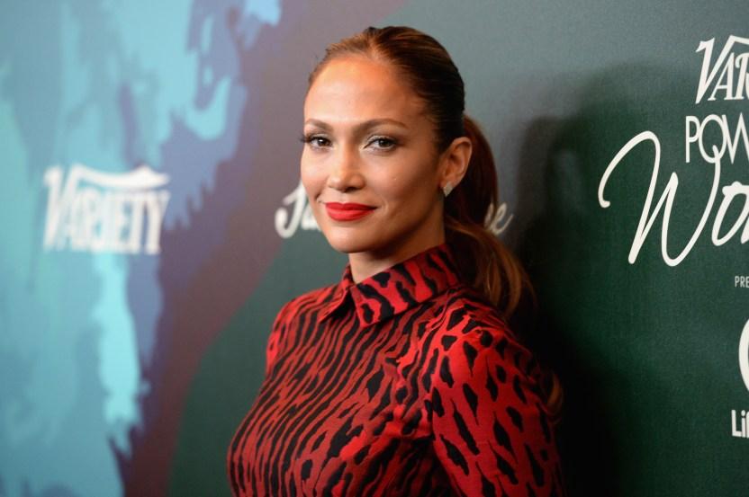 GettyImages 457004392 - Jennifer Lopez da una sorpresa y comienza a desvestirse en un insinuante video