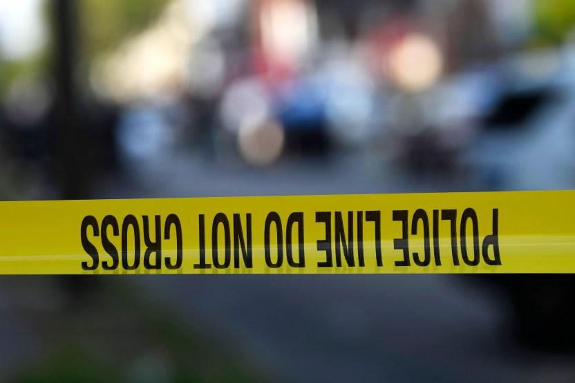Police line GettyImages 1161653463 - Hombre acuchillado 20 veces en pecho y abdomen en San Diego dio un mensaje positivo para su atacante