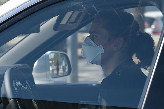 Antoine Griezmann conduciendo su automóvil.