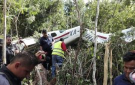 Cae aeronave con turistas; sólo tienen heridas leves