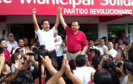 Acusan a Martín de la Cruz de financiar campaña con propina de trabajadores