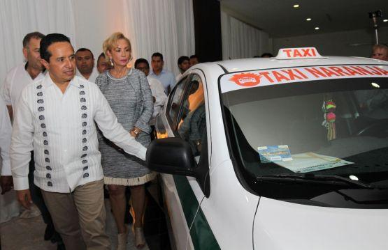 """Gobierno pone en marcha """"Taxis Naranjas"""", que darán mayor seguridad a mujeres"""