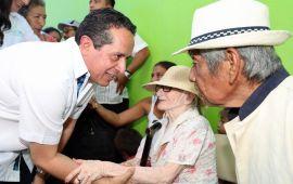 """Llega a 99 comunidades la """"Caravana Juntos: Por más y mejores oportunidades"""" con más de 70 servicios para la gente: Carlos Joaquín"""