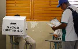 LA ÚLTIMA BARRERA   Sólo estructuras electorales en municipios pequeños frenaron el tsunami AMLO