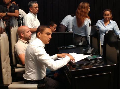 Raymundo King votó a favor de aumentar IVA, pero ahora le exige a AMLO que lo baje