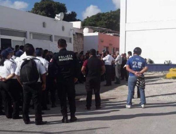 Policías amagan paro, y frenan cambios a Secretario de Seguridad de Mara