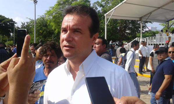 """Pedro encuentra """"irregularidades"""" en la gestión de Perla"""