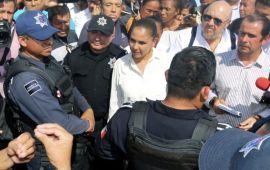 Mara habla con policías, pero no levantan el paro | Le exigen renuncia de Pérez Abarca
