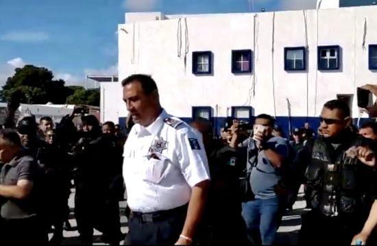 ¿Dónde está Abarca? | Ratifican a jefe policial, pero desaparece del conflicto y de la escena pública