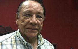 Se desmaya Hernán Pastrana en acto público