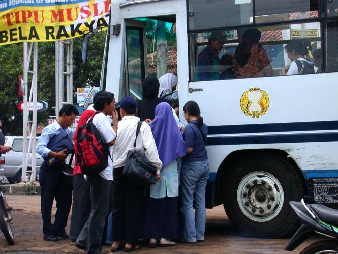 Berbagai Kisah Unik Tentang Bis 'DAMRI' di Bandung