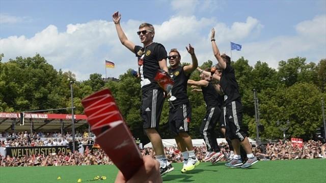 Parade Penyambutan Juara Piala Dunia Di Jerman Yang Super Keren!!