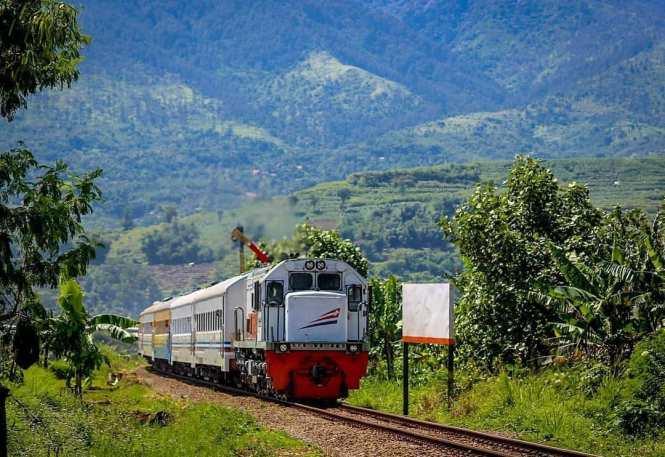 Jadwal Keberangkatan Kereta Api Indonesia Terbaru