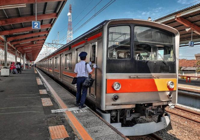 KRL Commuter Line Jakarta Relasi Stasiun Bogor / Stasiun Depok ↔ Stasiun Jakarta Kota
