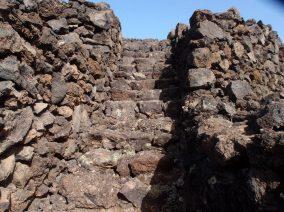 Aufgang zur Pyramide