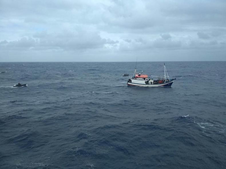 armada nacional pesquero capturado