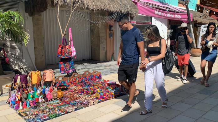 Inicia la reubicación de la ambulantes en la zona turística de Playa del  Carmen - La Pancarta de Quintana Roo