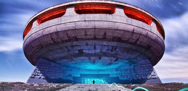 'Eternal Monuments In The Dark', dando nueva vida a monumentales edificios abandonados a través de la luz y la técnica fotográfica