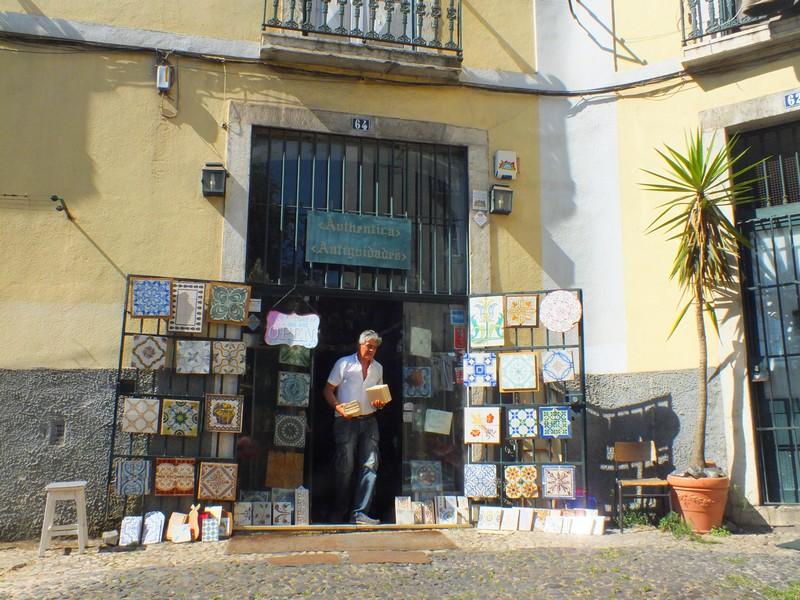 Commerce dans l'Alfama à Lisbonne