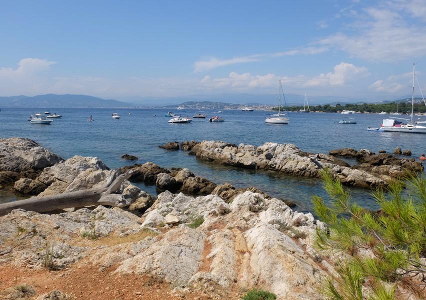 Bateau sur l'Île Saint-Honorat
