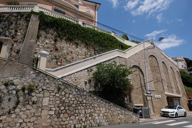 Montée au village historique de Roquebrune-Cap-Martin