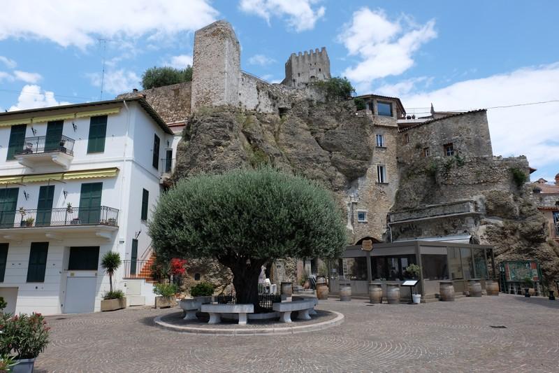 Place des 2 frères à Roquebrune