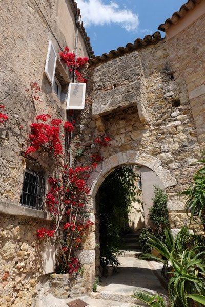 Façade fleurie à Roquebrune-Cap-Martin