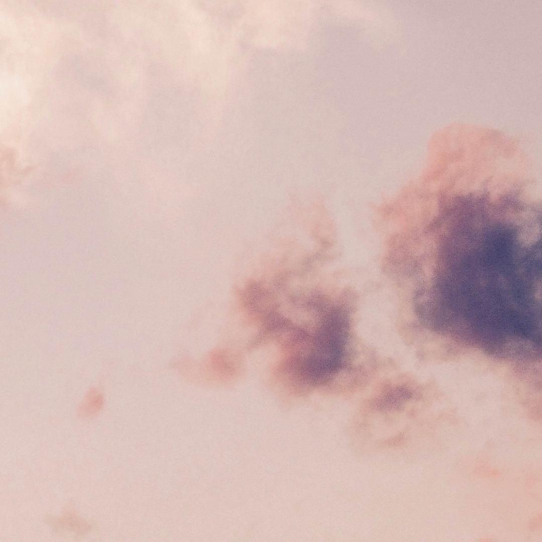 Le Ciel de Floratropia, illustration de ciel rose, notre avis sur le parfum.
