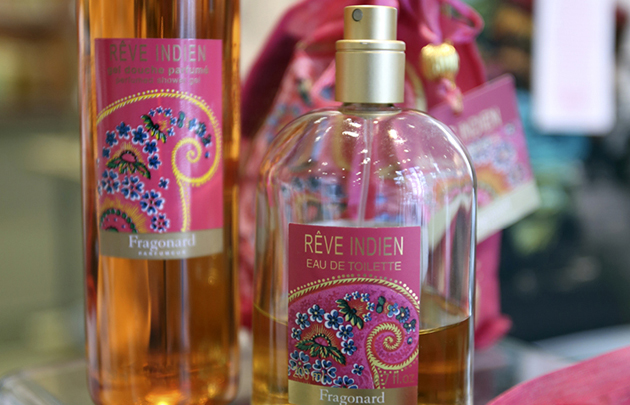 Malgré une image has been, Fragonard produit de beaux parfums modernes, tel Rêve Indien