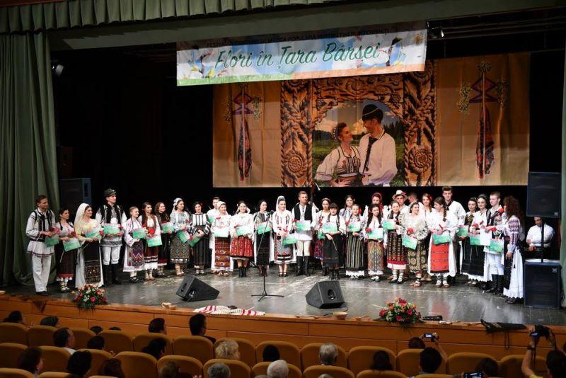 """Festivalul Concurs de Muzică Populară pentru Tineri Interpreţi ,,Flori în Ţara Bârsei"""""""