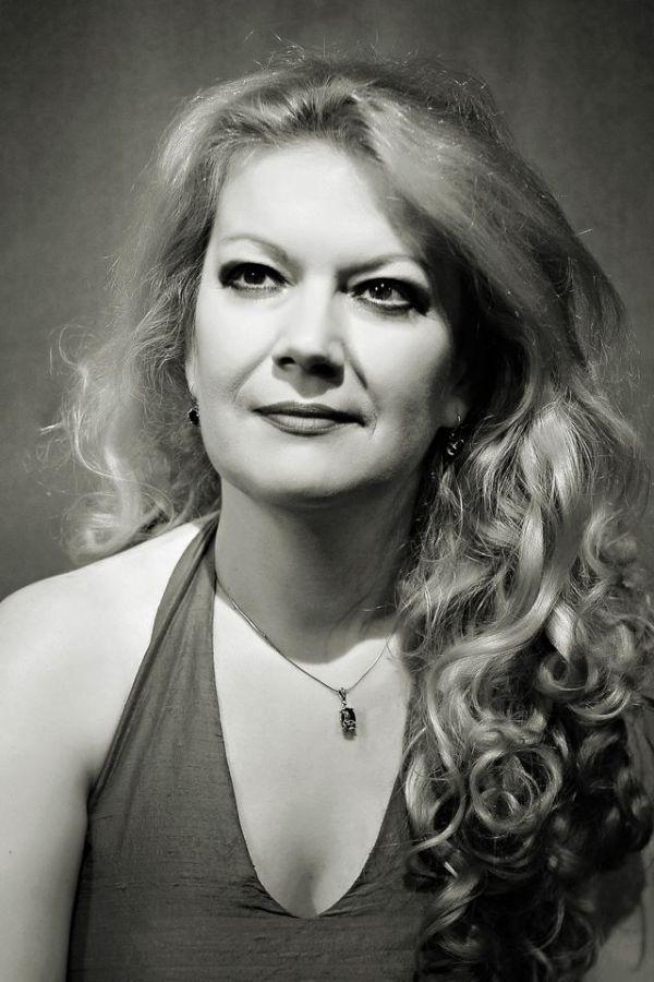 Dorina Roman actrita fara teatru